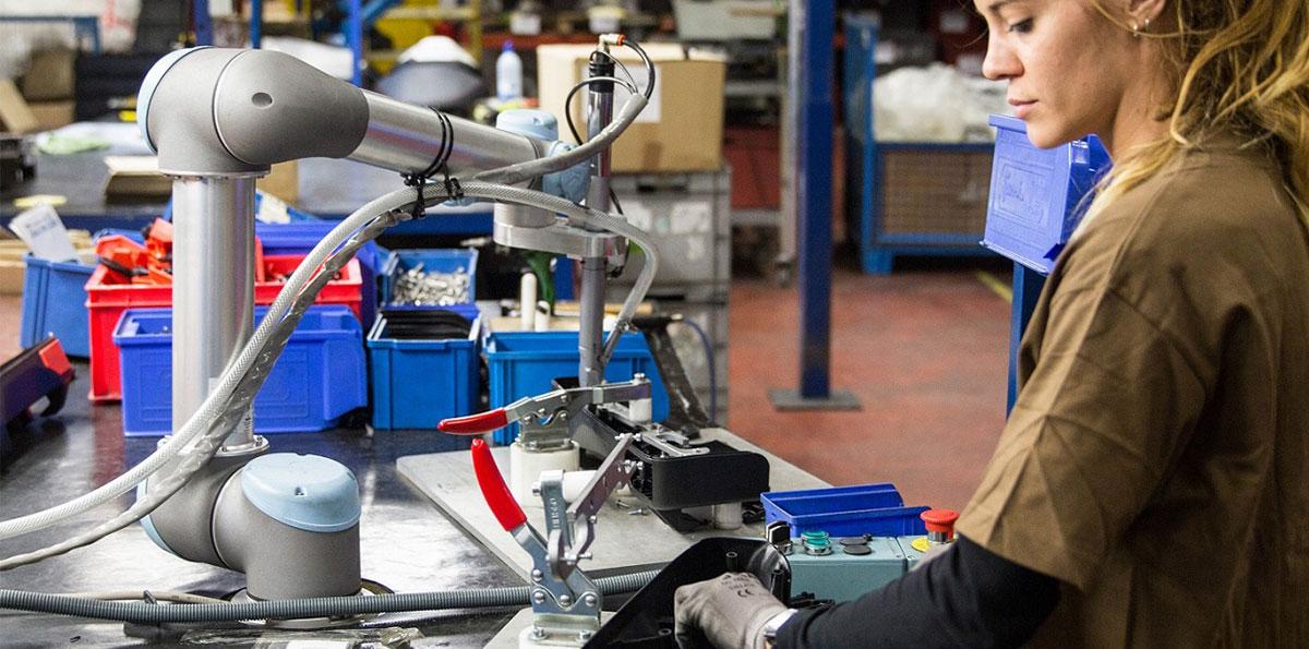 ロボット Insight 協働ロボットで世界トップのユニバーサルロボット