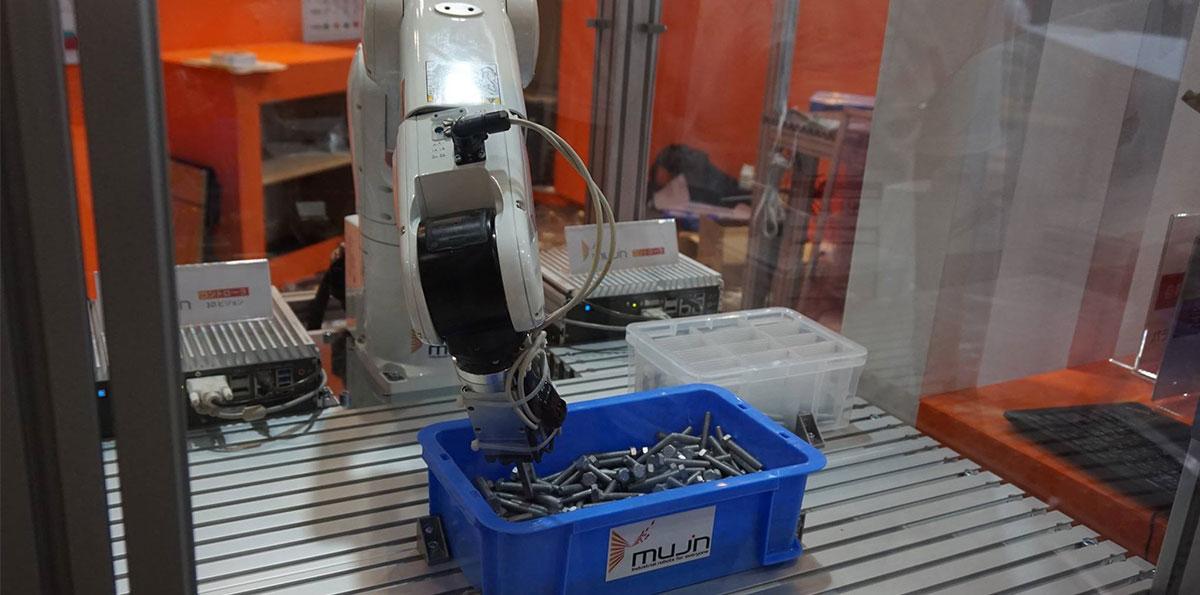 """ロボット Insight ロボットに""""命を吹き込む""""Mujinの技術"""