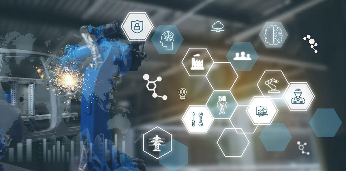 IT Insight 製造業がDXを実現するために意識しておきたい「攻めのIT投資」とは