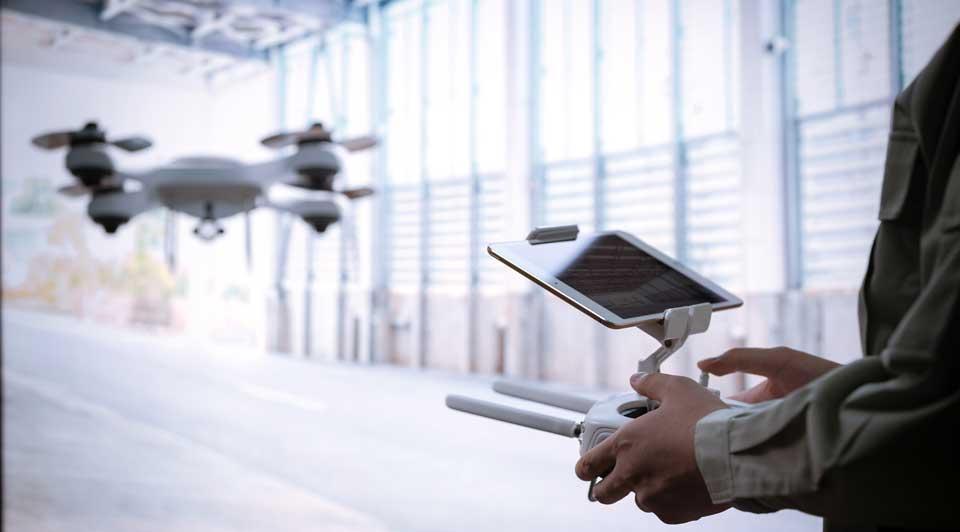 ロボット Insight ダウンタイムゼロを目指す、最新ドローンが可能にする新たな予知保全のあり方