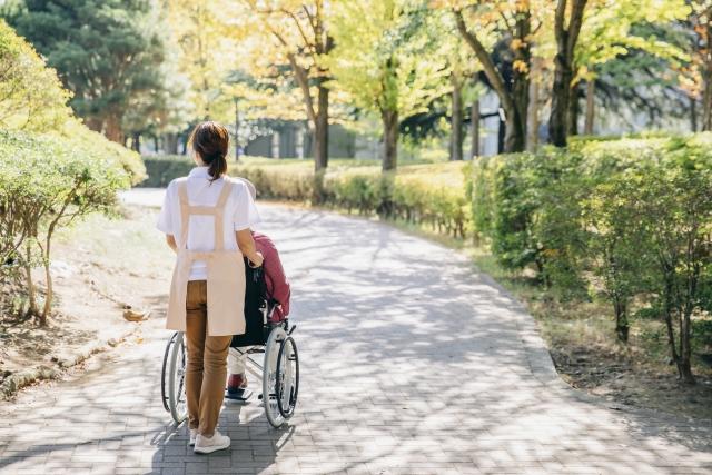 採用難・離職率の背景にある介護現場のリアル