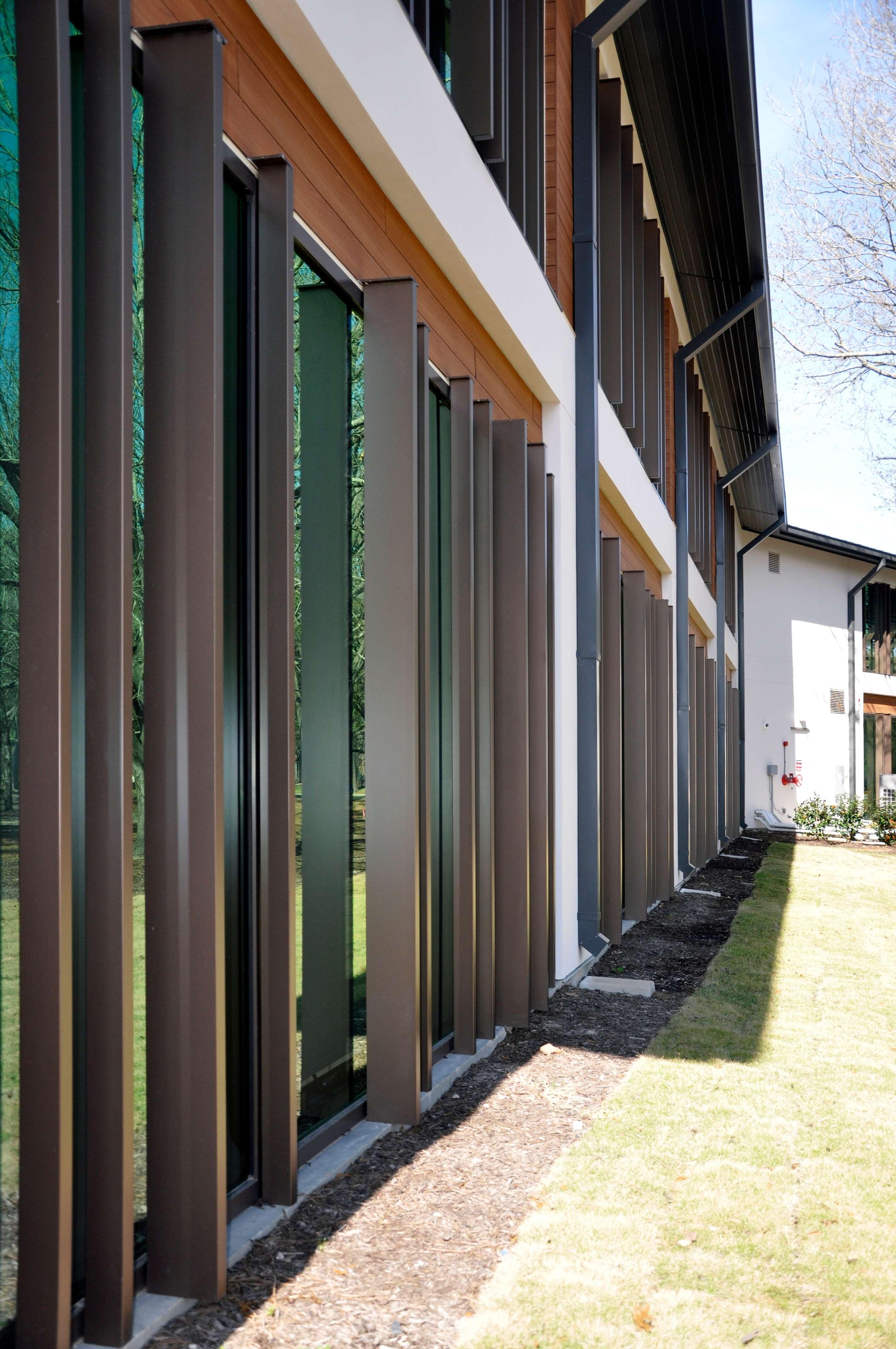 aluminum sunshades for buildings
